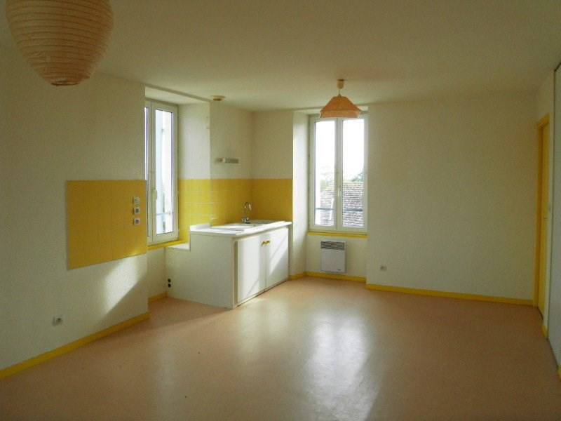 Rental apartment Archiac 462€ CC - Picture 1