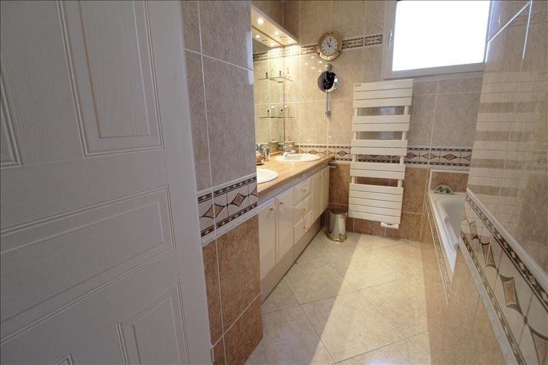 Sale house / villa Maurepas 519000€ - Picture 6