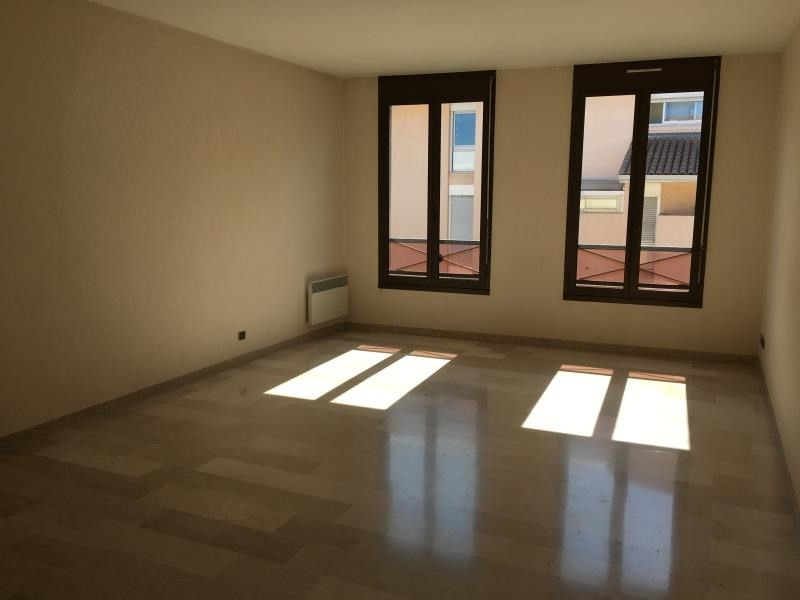 Rental apartment Nimes 936€ CC - Picture 1