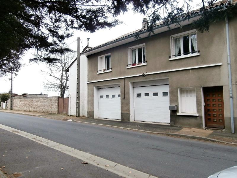 Maison de ville avec grand garage et terrain