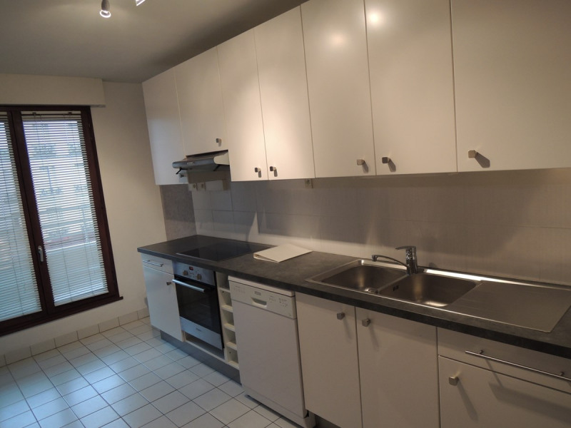 Rental apartment Courbevoie 1 560€ CC - Picture 1