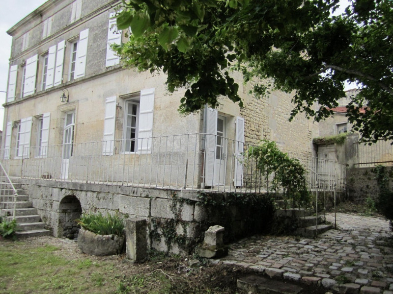 Vente maison / villa Barbezieux-saint-hilaire 197 000€ - Photo 1