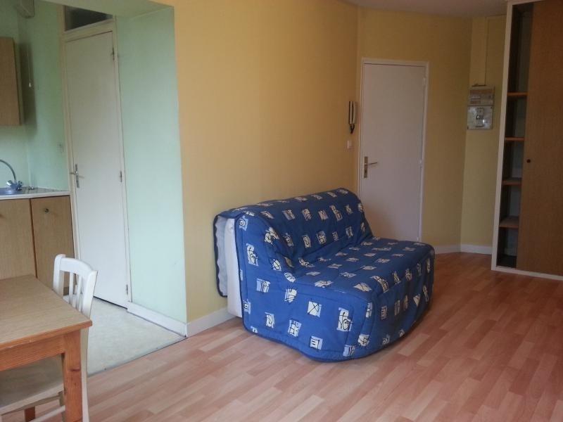 Location appartement Laval 250€ CC - Photo 1
