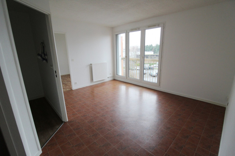 Rental apartment Maurepas 760€ CC - Picture 1