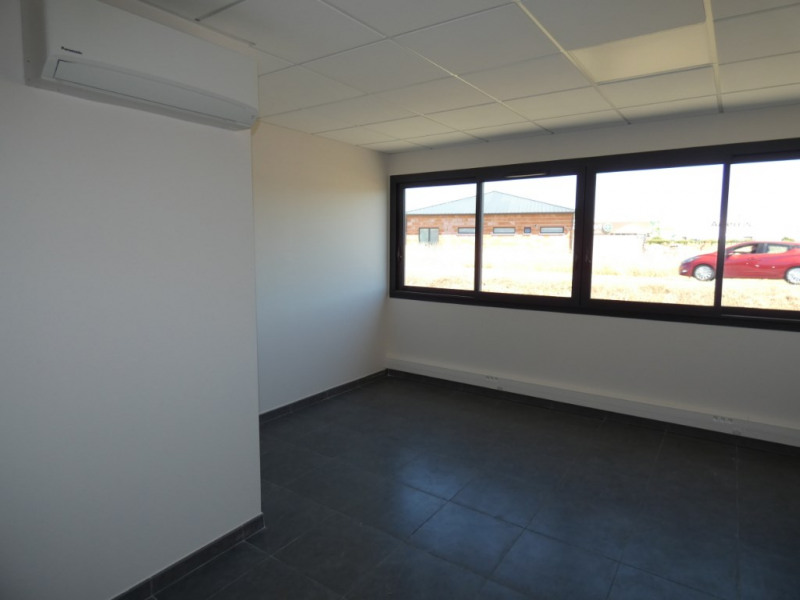 Location local commercial Bram 367€ HC - Photo 4