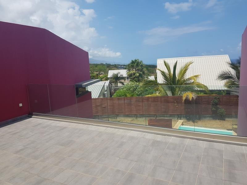Deluxe sale house / villa St gilles les bains 650000€ - Picture 2