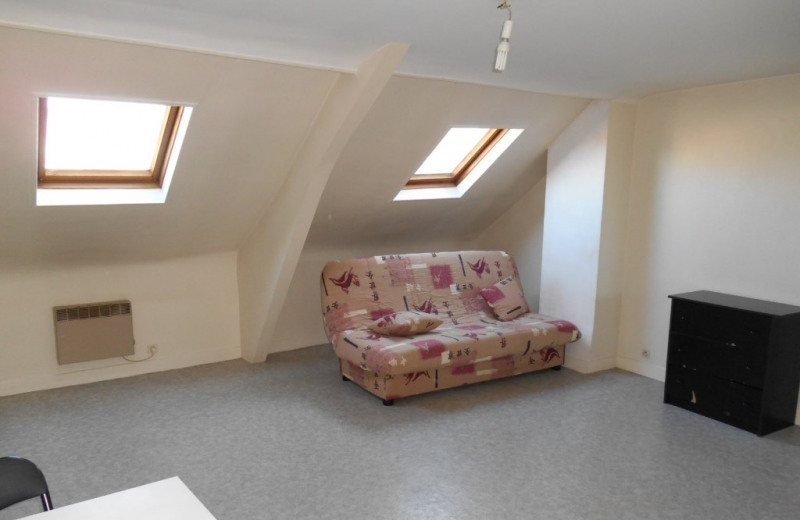 Rental apartment Saint quentin 351€ CC - Picture 3