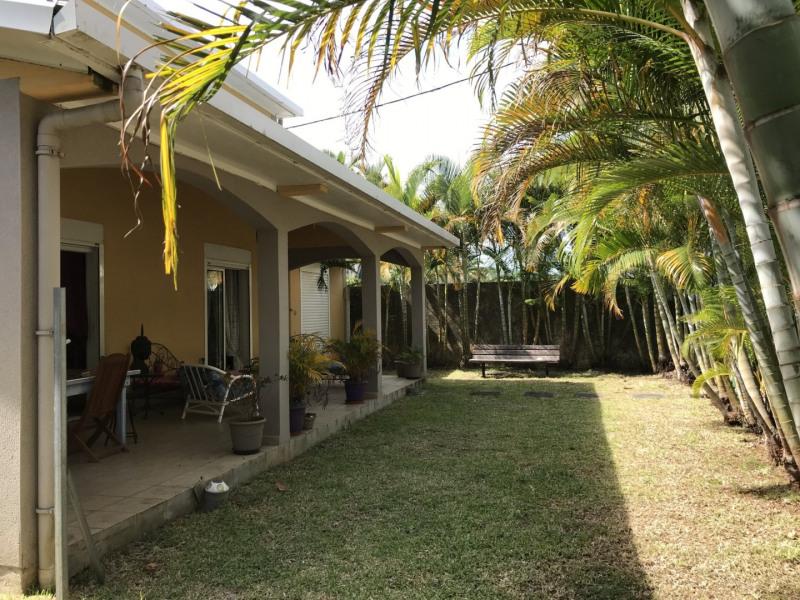 Sale house / villa Petite ile 296800€ - Picture 2