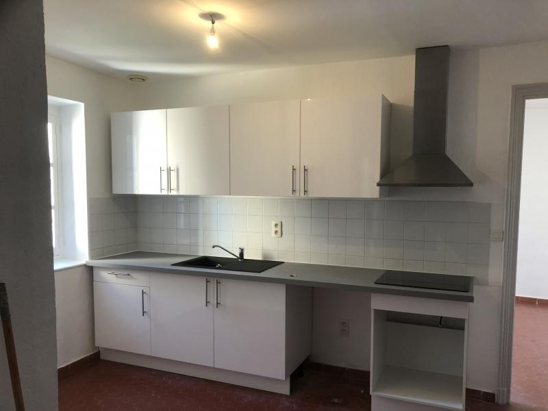 Rental apartment Lambesc 740€ CC - Picture 2