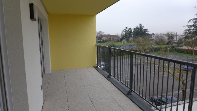 Rental apartment Decines charpieu 784€ CC - Picture 7
