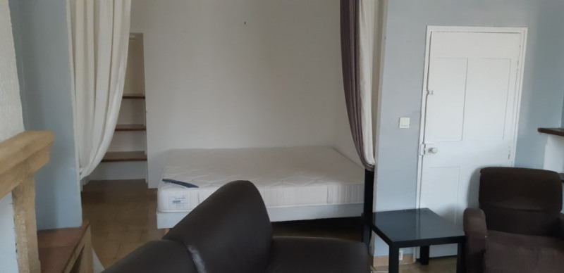 Rental apartment Lambesc 750€ CC - Picture 3