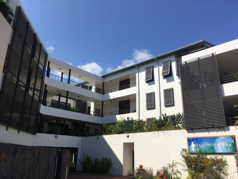 Rental apartment Saint gilles les bains 757€ CC - Picture 1