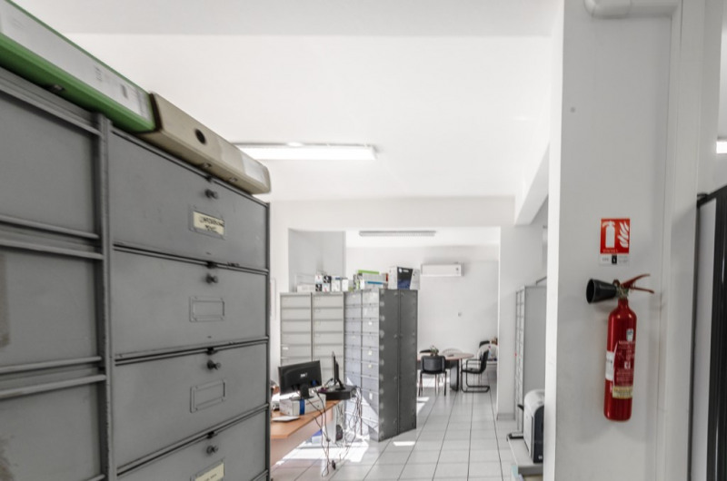Location local commercial Saint louis 1 405€ HC - Photo 4