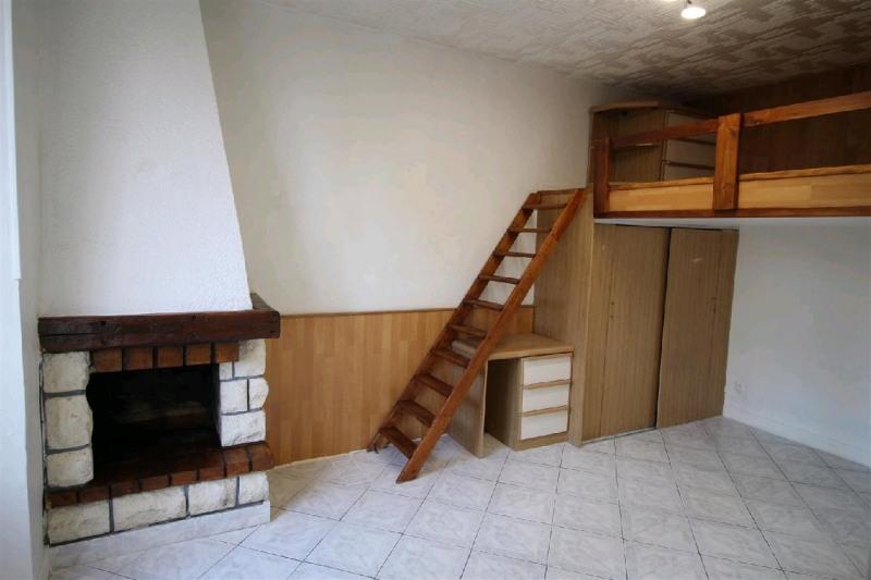 Rental apartment La varenne st hilaire 599€ CC - Picture 1