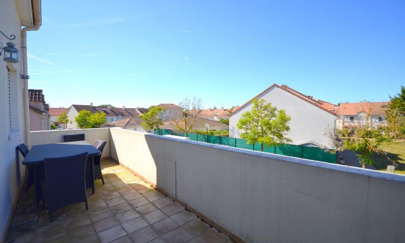Rental apartment Plaisir 860€ CC - Picture 1