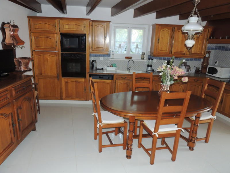 Vacation rental house / villa Saint romain de benet 3 980€ - Picture 5