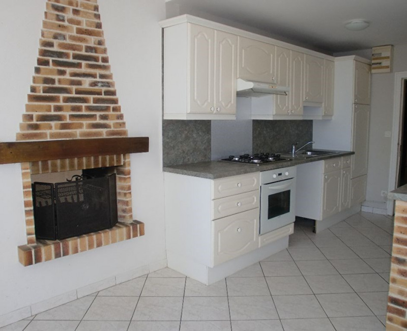 Location maison / villa Quelaines saint gault 620€ CC - Photo 2