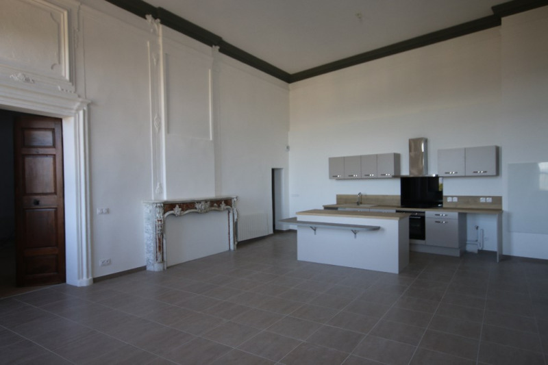 Rental apartment Meyrargues 1 300€ CC - Picture 2