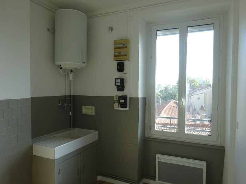 Rental apartment Pierre benite 615€ CC - Picture 2