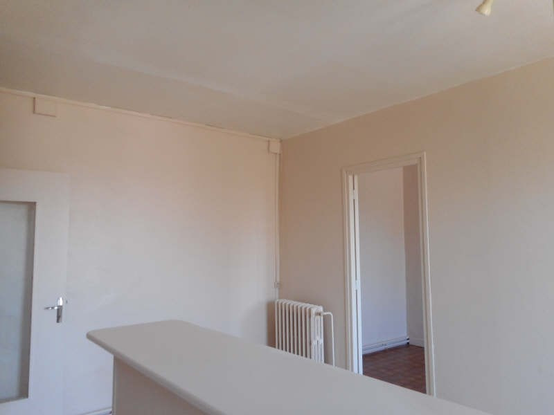 Rental apartment Fauville en caux 302€ CC - Picture 2