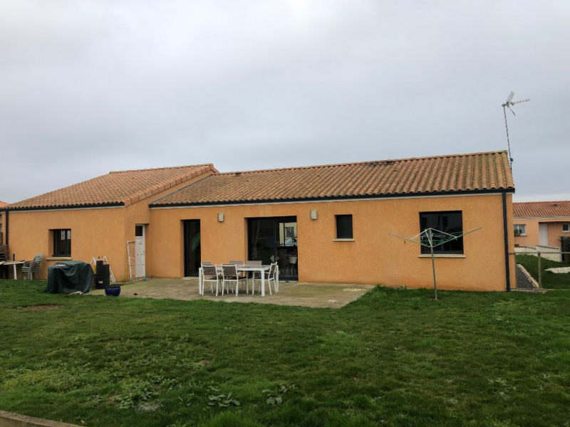 Sale house / villa Jallais 200 800€ - Picture 2
