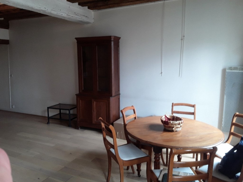 Location appartement Paris 10ème 1 850€ CC - Photo 3