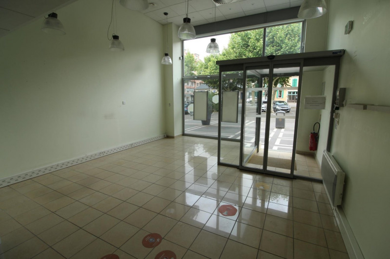 Location local commercial Voiron 792€ HT/HC - Photo 3