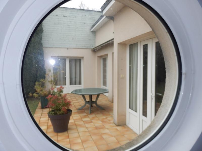 Sale house / villa Montreuil juigne 414500€ - Picture 2
