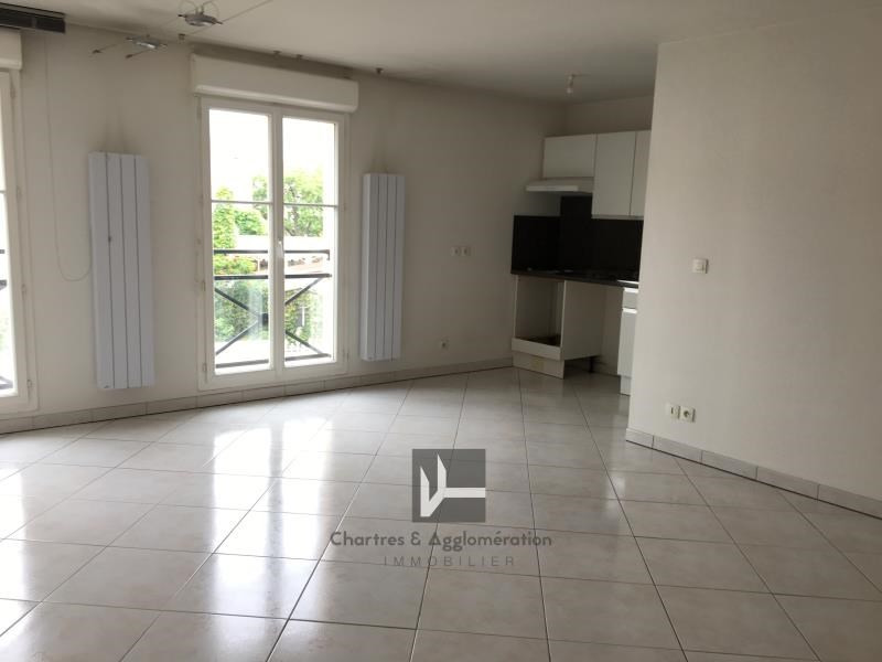 Rental apartment Chartres 810€ CC - Picture 2