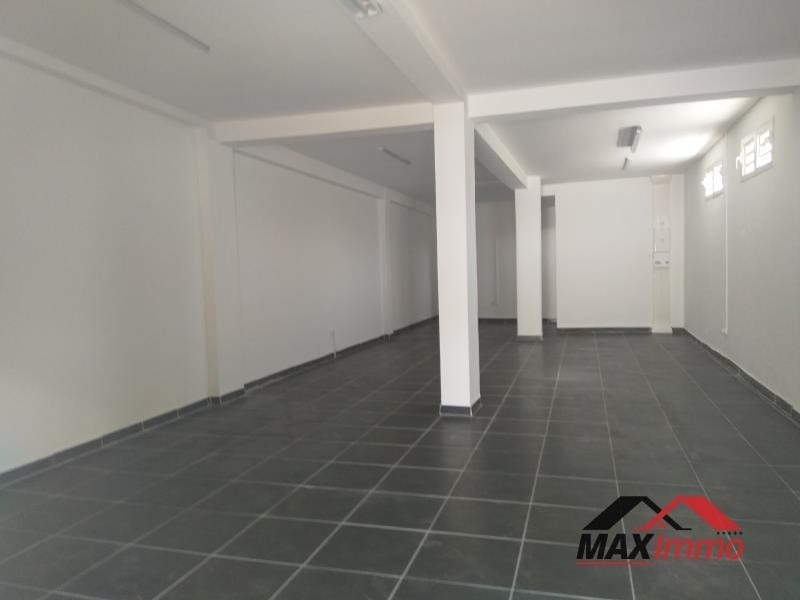 Location local commercial Le tampon 1040€ HT/HC - Photo 1