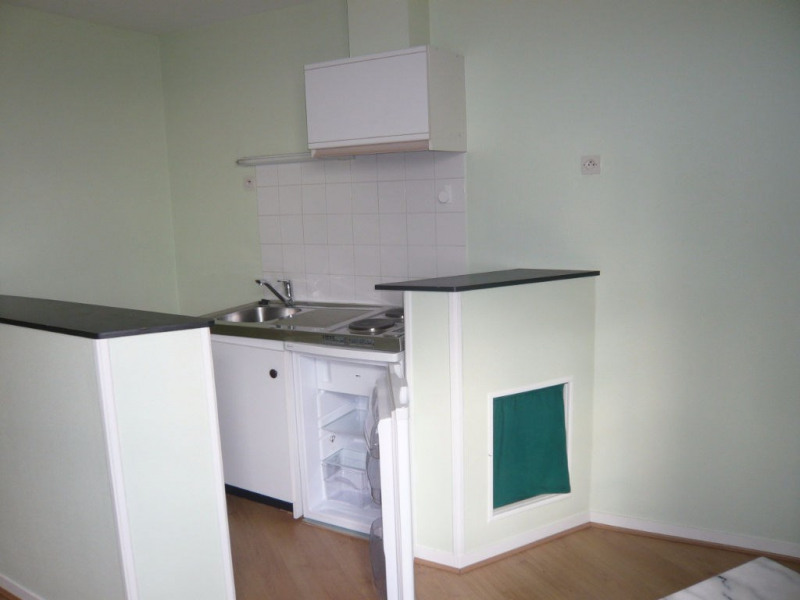 Rental apartment Laval 270€ CC - Picture 2