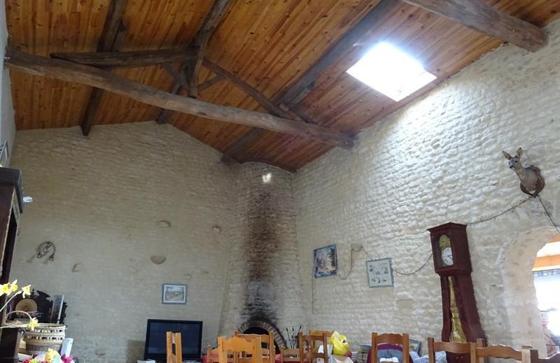 Sale house / villa Le poiré-sur-velluire 230000€ - Picture 8