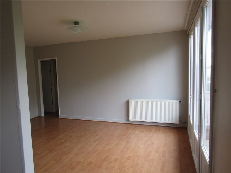 Location appartement Le mesnil le roi 785€ CC - Photo 3