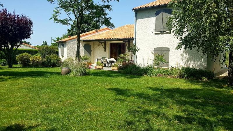 Sale house / villa Saint martin de bernegoue 225900€ - Picture 1