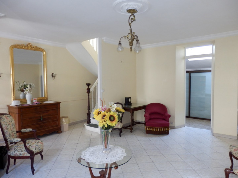 Sale house / villa Angers 285000€ - Picture 1