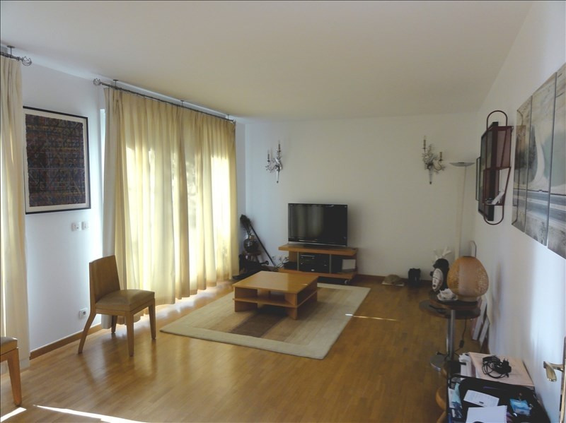 Rental apartment Courbevoie 2290€ CC - Picture 2