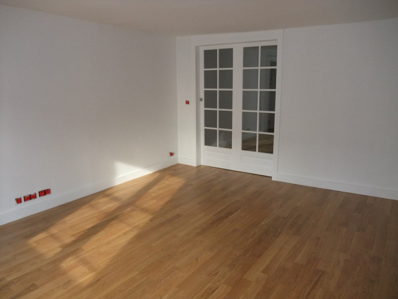 Location appartement Paris 8ème 2 300€ CC - Photo 2