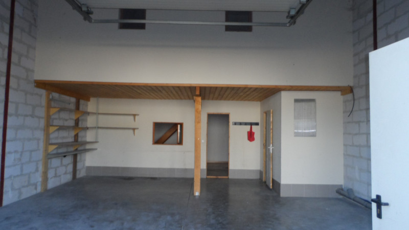 Location local commercial Cestas 1 057€ HC - Photo 1