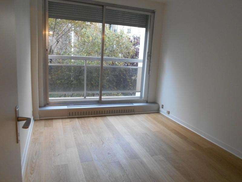 Location appartement Paris 16ème 2 450€ CC - Photo 4