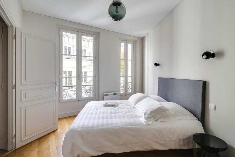 Rental apartment Paris 8ème 2450€ CC - Picture 7