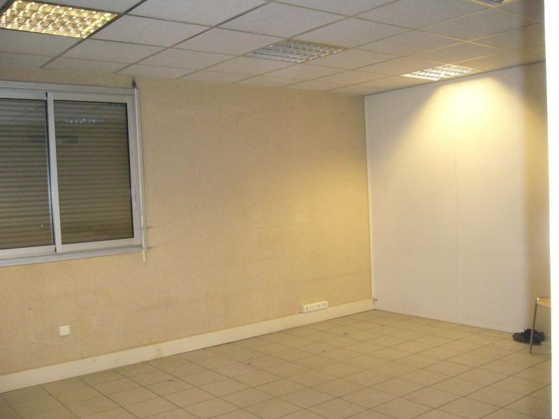 Location boutique Chassieu 1 455€ CC - Photo 4
