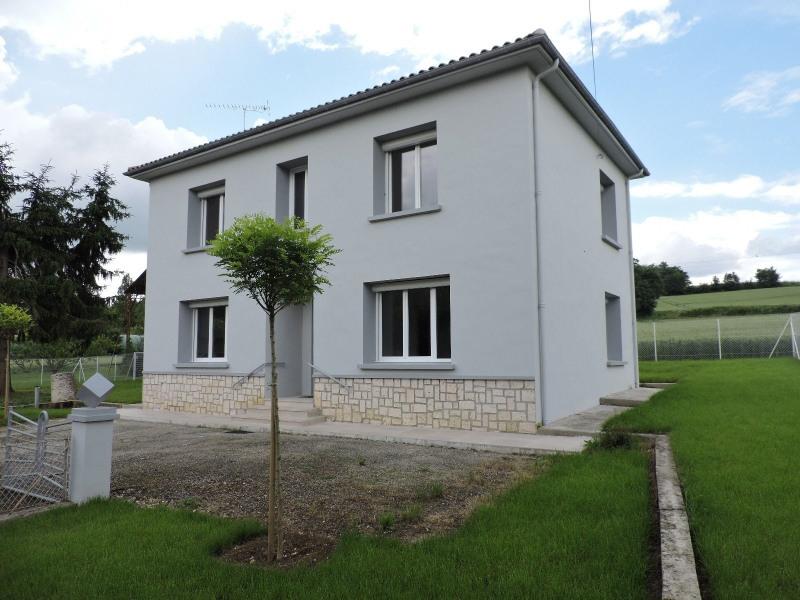 Location maison / villa Sauvagnas 850€ CC - Photo 1