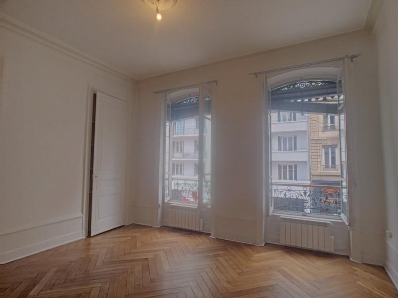 Location appartement Lyon 6ème 925€ CC - Photo 3