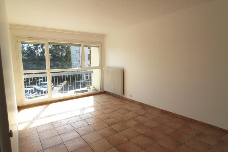 Location appartement Maurepas 821€ CC - Photo 2