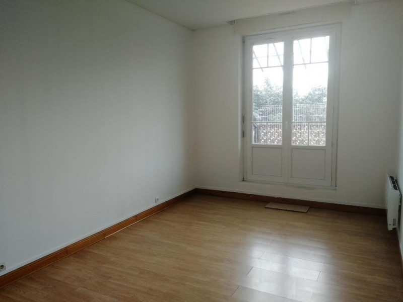 Rental apartment Chateau renault 435€ CC - Picture 1