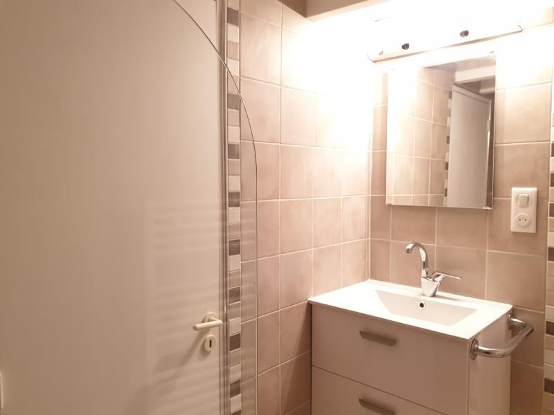 Location appartement Aix en provence 780€ CC - Photo 5
