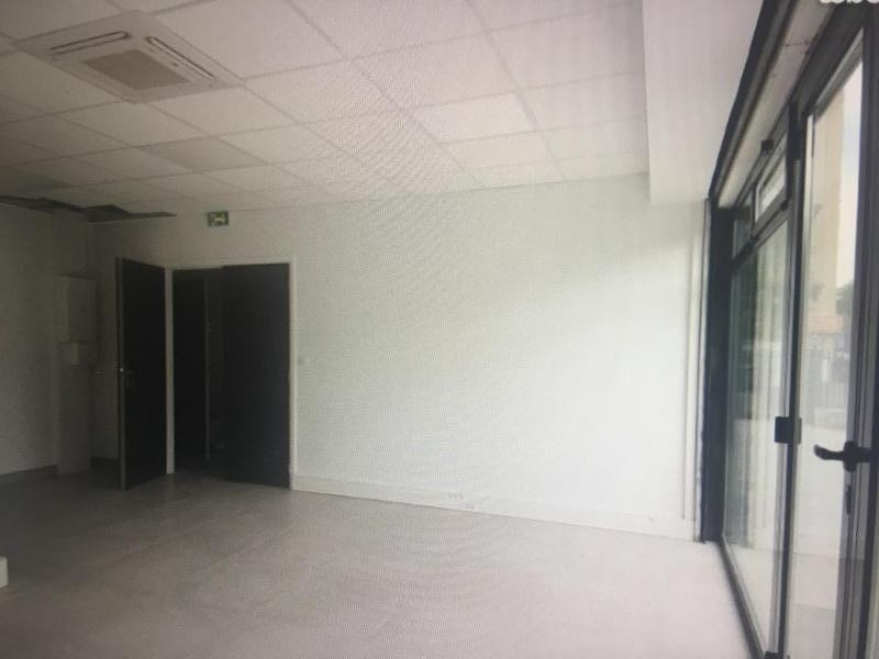 Location local commercial Conflans ste honorine 1 900€ HT/HC - Photo 5