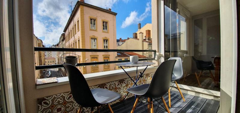 Sale apartment Lyon 7ème 470000€ - Picture 1