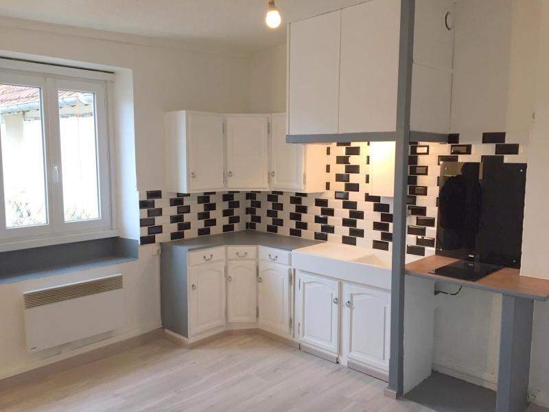 Rental apartment Ferrieres en brie 660€ CC - Picture 1