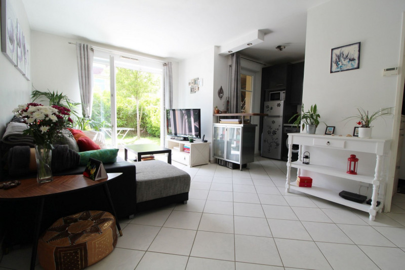 Sale apartment Maurepas 185000€ - Picture 1